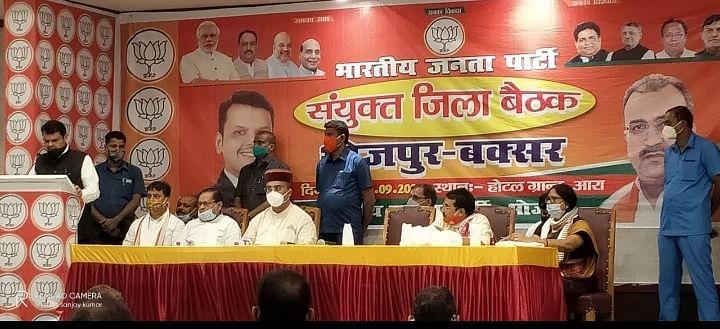 भाजपा कार्यकर्ताओं के भव्य स्वागत के बीच आरा पहुंचे फडणवीस,कहा- भारी समर्थन से जीतेंगे चुनाव