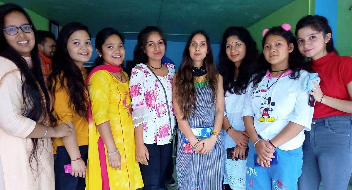 शिक्षक पूजा राठौर का अभिनंदन