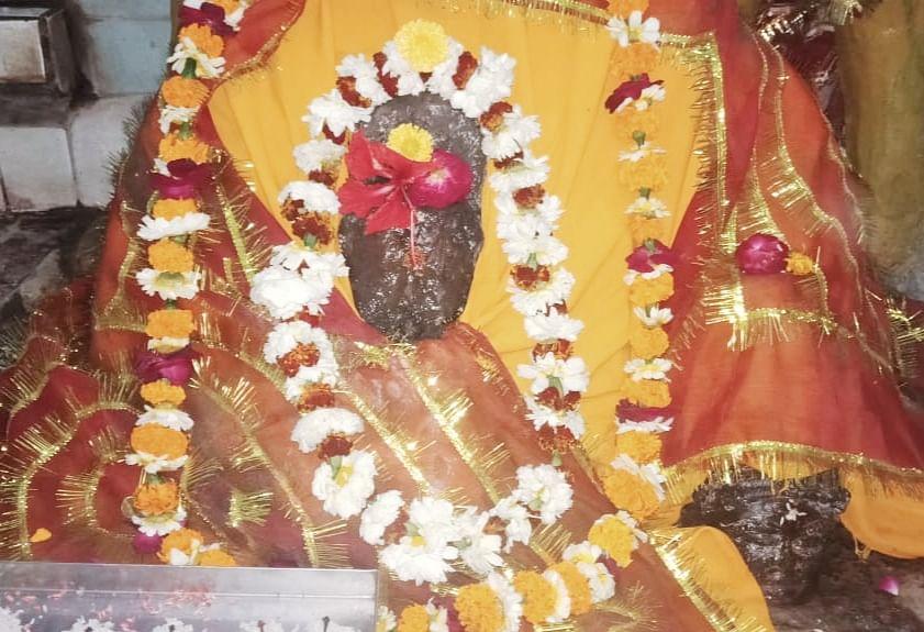 अद्भुत है मां नवों देवी का मंदिर, प्रतिमा से होता रहता है जल का रिसाव