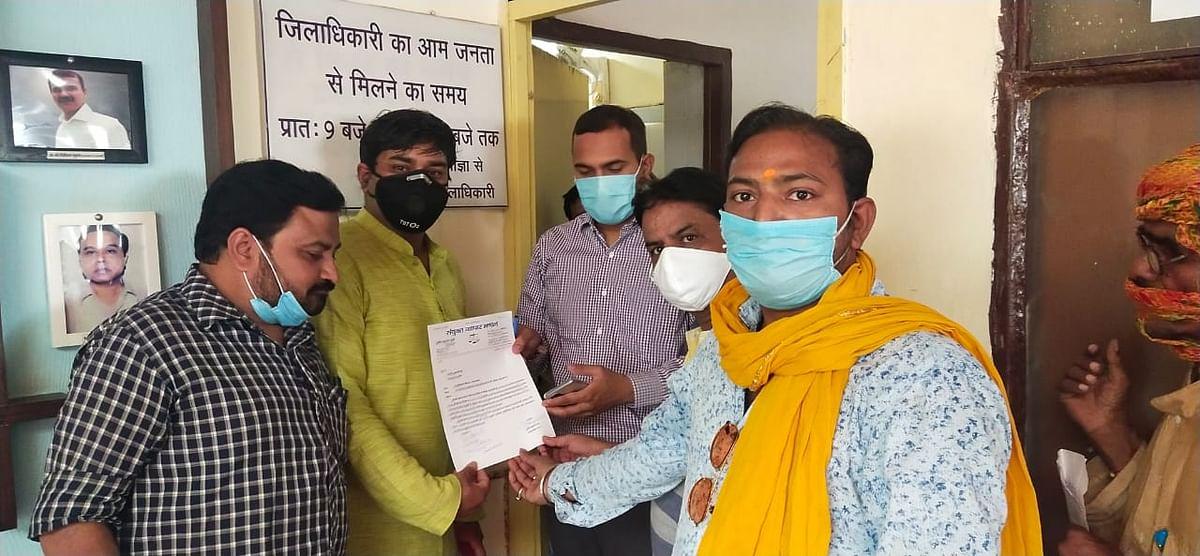 मेरठ में व्यापारी की हत्या व लूट से व्यापारियों में आक्रोश