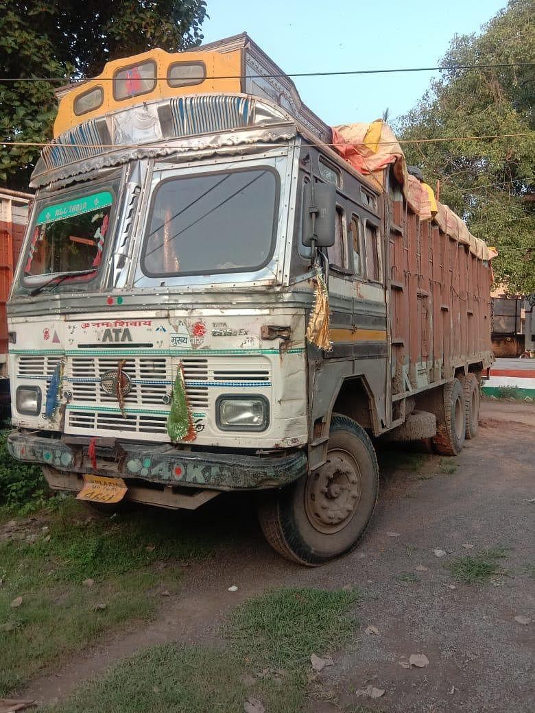 एफसीआई के चावल से भरे ट्रक को लूट कर भाग रहा अपराधी गिरफ्तार