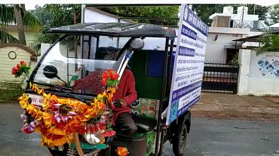 कोरोना के प्रति अलख जगाने शहर की सड़कों पर निगम ने दौड़ाया रथ, महापौर ने हरी झंडी दिखाकर किया रवाना