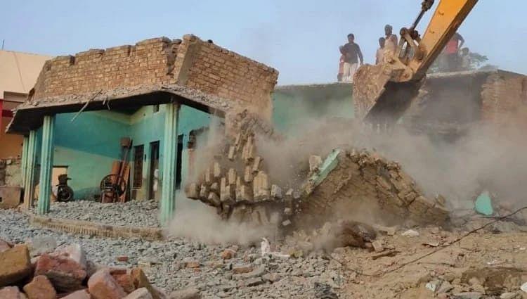 राष्ट्रीय परियोजना कार्यांवयन टीम ने 80 से अधिक अतिक्रमण ध्वस्त किए