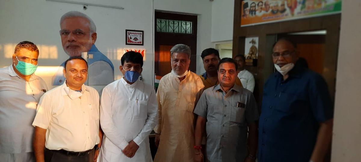 व्यापारी अमन जैन के हत्यारों की गिरफ्तारी को लेकर राज्यमंत्री से मिले व्यापारी