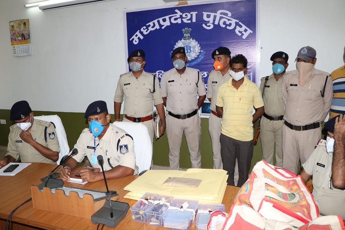 शिवपुरी में जमीनों के फर्जी पट्टे बांटने वाला गिरोह पकड़ा गया, फर्जी सीलें और दस्तावेज बरामद