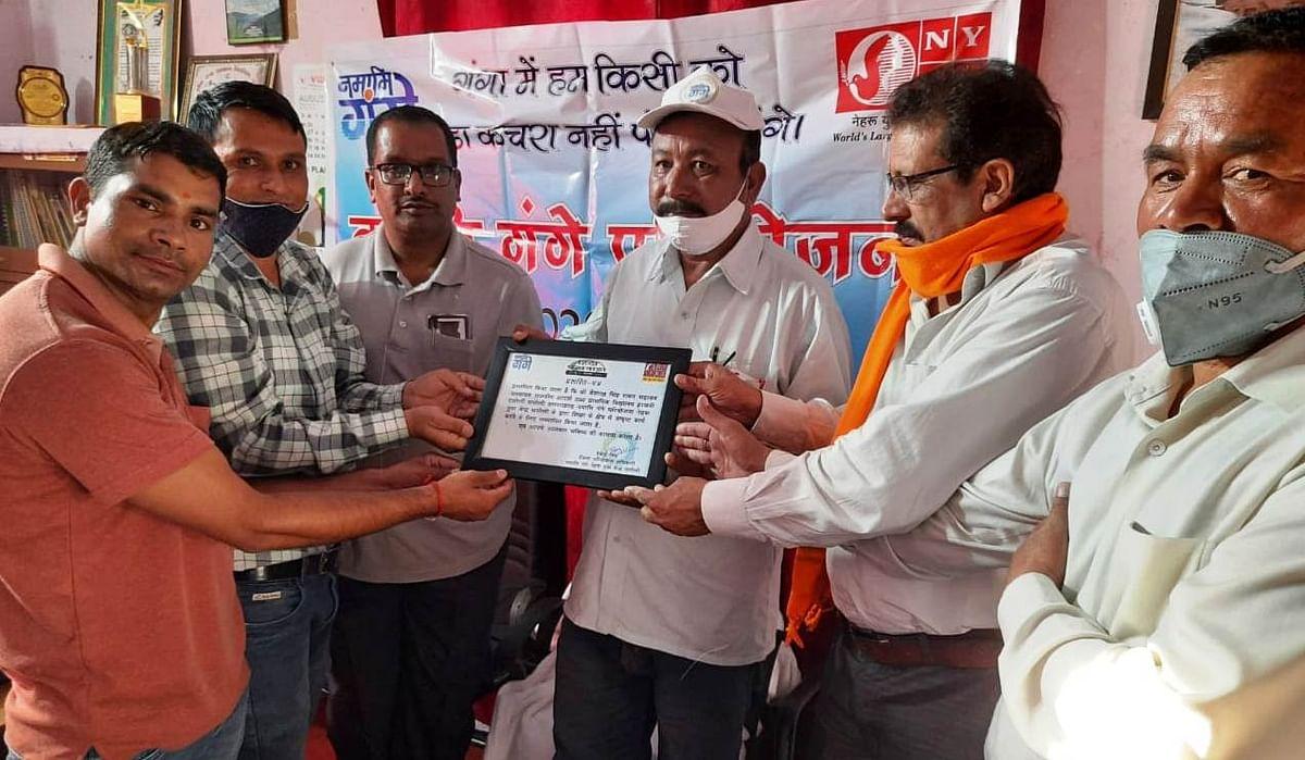 हिन्दी पखवाड़े पर एनवाईके ने शिक्षक बैशाख सिंह को किया सम्मानित