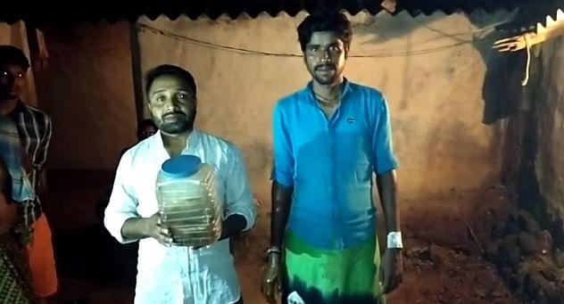 सर्पदंश का हुआ शिकार, 4 दिन तक गांव वालों ने रखा सांप को कैद, स्नैक कैचर जितेंद्र सारथी ने सांप को कैद से छुड़ाया