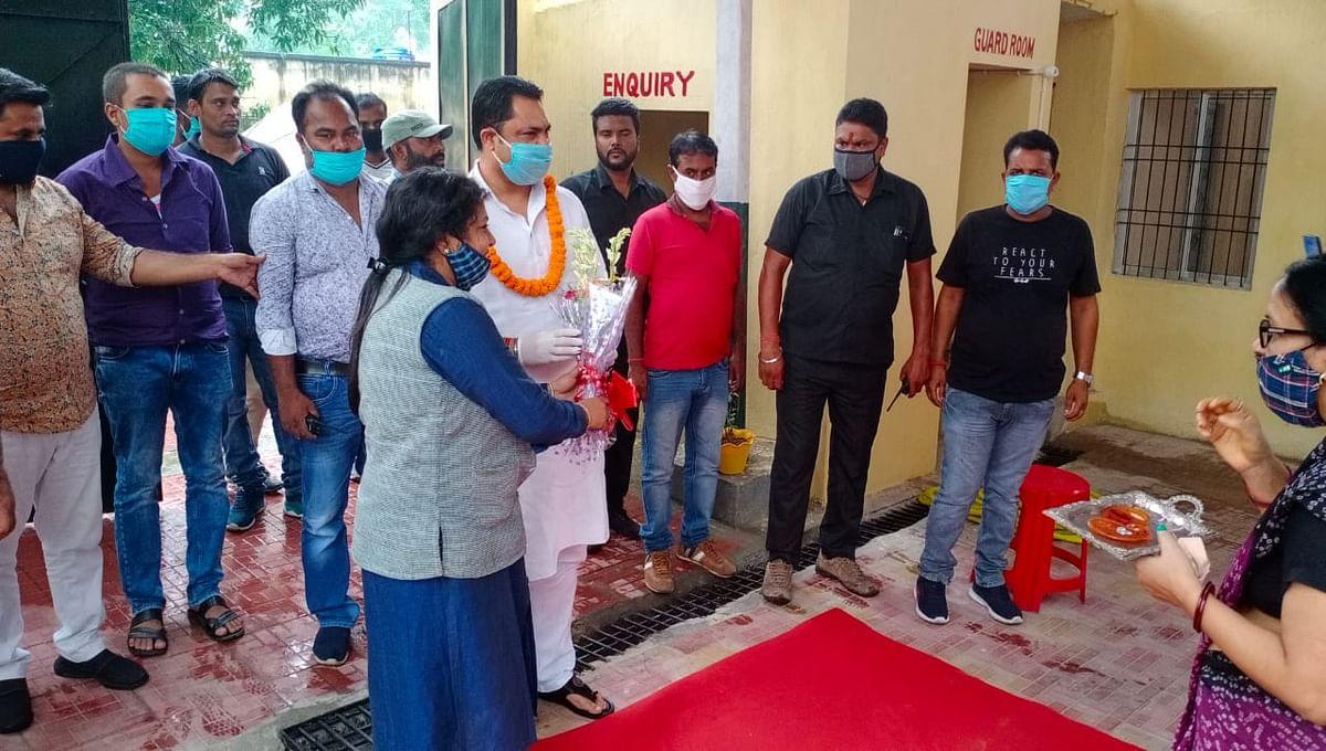 विशेष  स्कूल पहला कदम जगजीवन नगर में कांग्रेस नेता रणविजय सिंह ने स्कूल लाइब्रेरी  का किया उद्धघाटन।