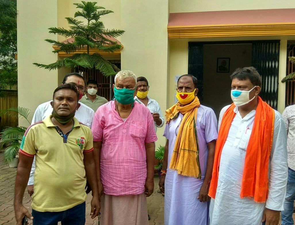 भाजपा कार्यकर्ताओं ने सांसद पीएन सिंह से मिल कर सांगठनिक गतिविधियों पर चर्चा की।