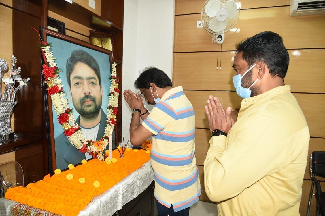 मुख्यमंत्री  ने  दुर्गा सोरेन की तस्वीर पर माल्यार्पण कर किया नमन