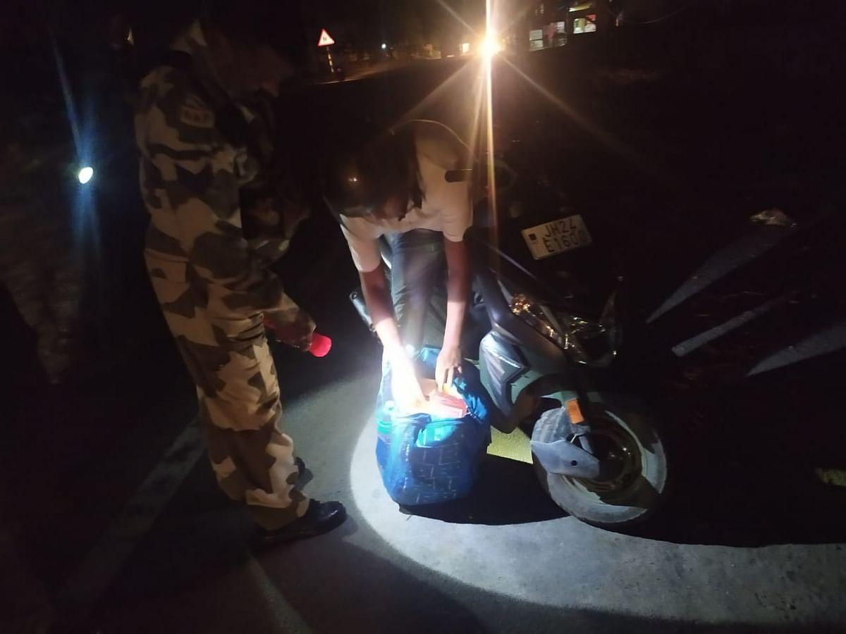 रामगढ़ में दोपहिया वाहनों की हुई सघन जांच, 141 बाइकर्स को लगा जुर्माना