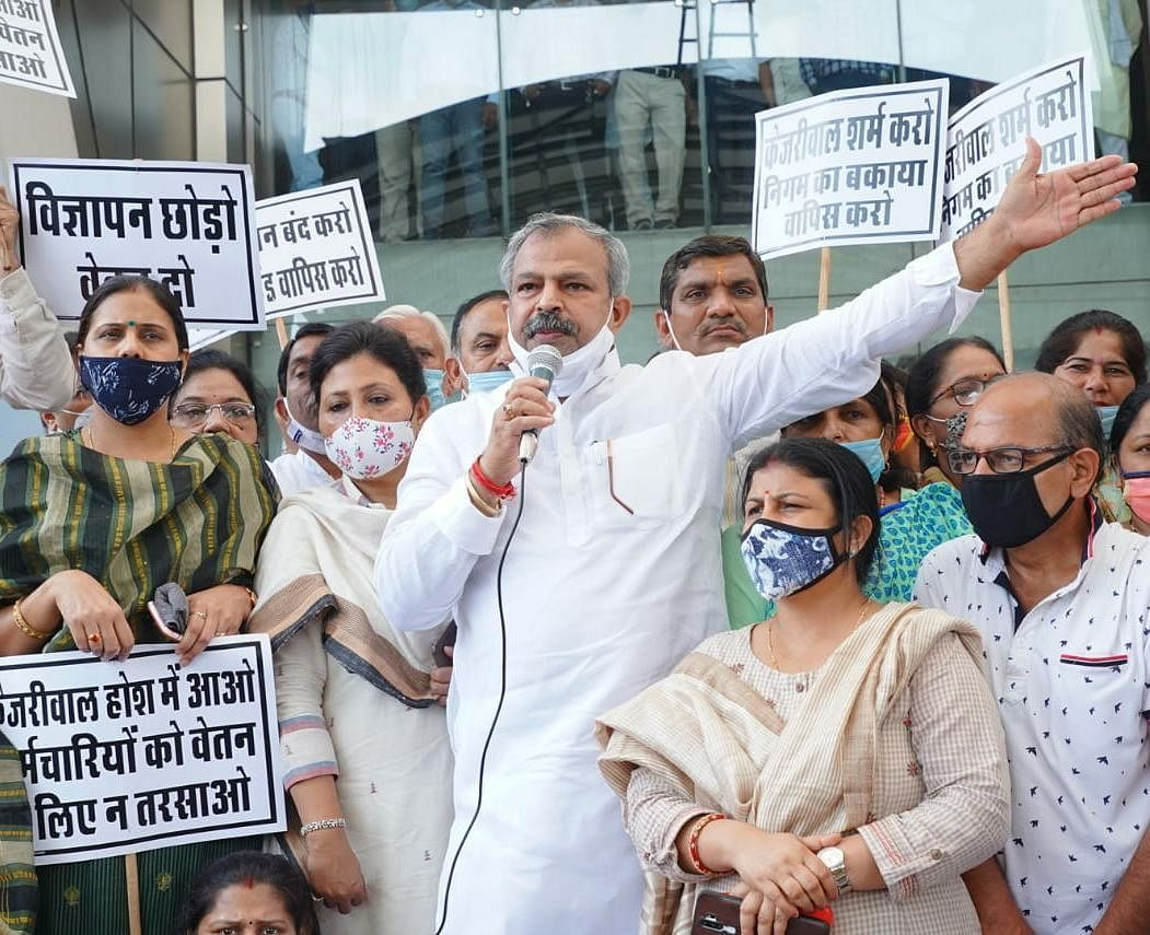 एमसीडी का फंड रिलीज करने की मांग, दिल्ली भाजपा अध्यक्ष ने पार्षदों के साथ निकाली पदयात्रा