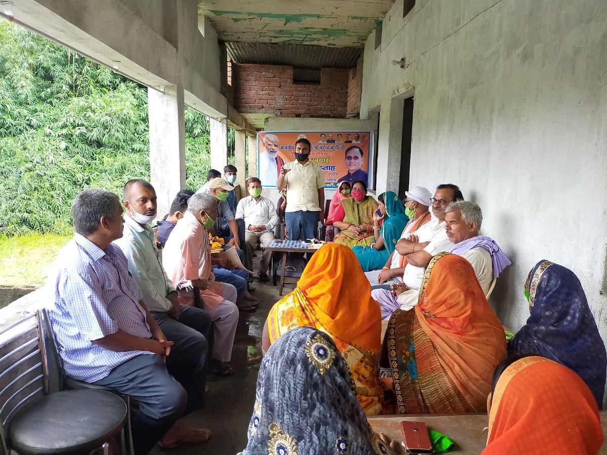प्रधानमंत्री के योजना को जमीन पर उतार रहे हैं सांसद प्रो. राकेश सिन्हा