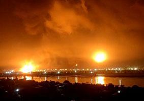 सूरत: ओएनजीसी के प्लांट में धमाके के साथ भीषण आग, 3 लोग लापता