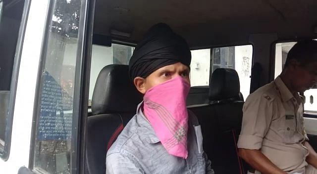 फर्जी सीआईडी अधिकारी गिरफ्तार
