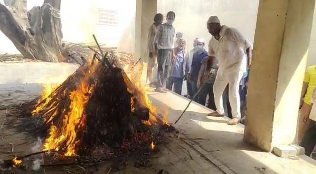 चिकित्सक की शवयात्रा में देखने को मिली हिन्दू-मुस्लिम एकता की मिशाल