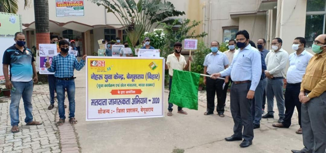 मतदाताओं को जागरूक करने के लिए नेहरू युवा केंद्र ने निकाली रैली