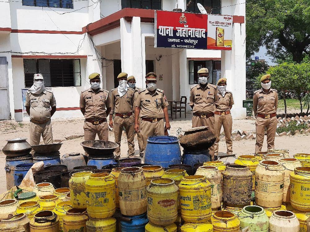 फतेहपुर : अवैध देशी शराब के साथ सात गिरफ्तार