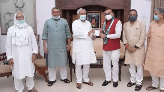 बिहार के पूर्व डीजीपी गुप्तेश्वर पांडेय जदयू में शामिल, नीतीश ने दिलाई सदस्यता