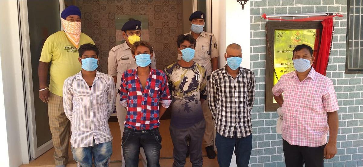 फेंशिंग वायर चोरों को घटना के 6 घंटे बाद ही धर दबोचा, 6 बंडल फेंसिंग वायर बरामद