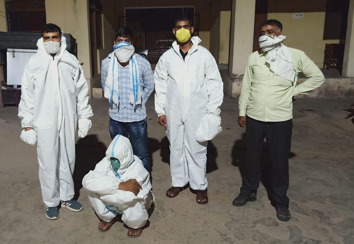 तिजारा कोविड केयर सेंटर से भागे लूट के आरोिपित को पुलिस ने पीपीई किट पहन हरियाणा से पकड़ा