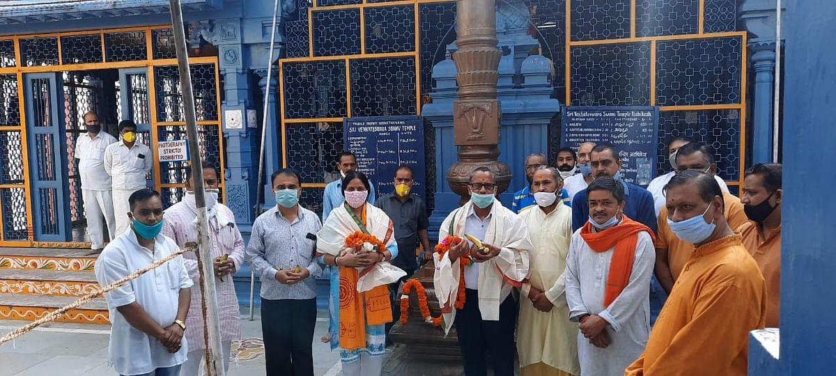 नरेंद्र मोदी के जन्मदिन पर भाजपा कार्यकर्ताओं ने की भगवान तिरुपति की पूजा-अर्चना