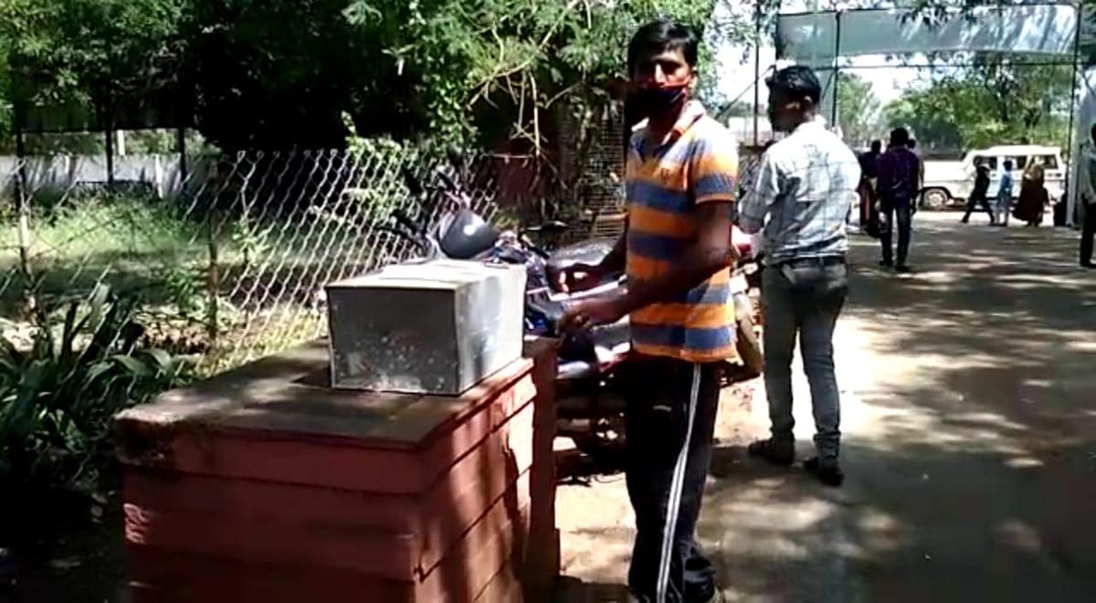 शिवपुरी में कलेक्टर व एसपी कोरोना पॉजिटिव हुए तो आवेदन लेने तक से डर रहे हैं अफसर