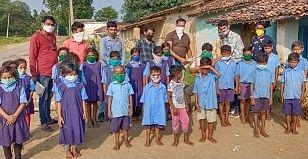 बच्चों को निशुल्क शिक्षा देने वाले दिव्यांग दर्जी का पाली छग पत्रकार संघ ने किया सम्मान