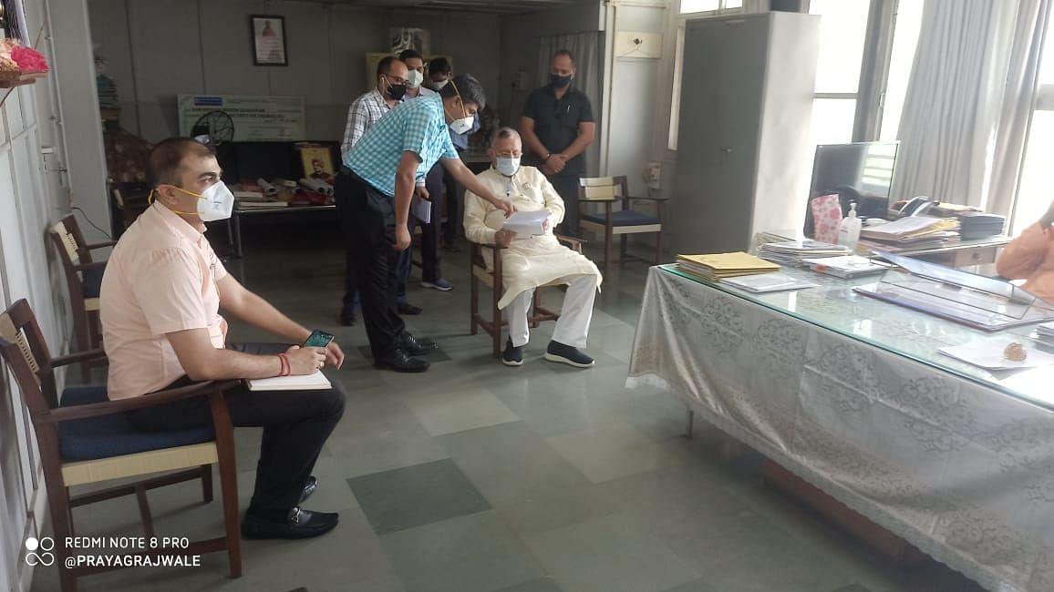 चिकित्सा शिक्षा मंत्री ने विवेकानंद अस्पताल में कोविड बेड की संख्या बढ़ाने के दिए निर्देश
