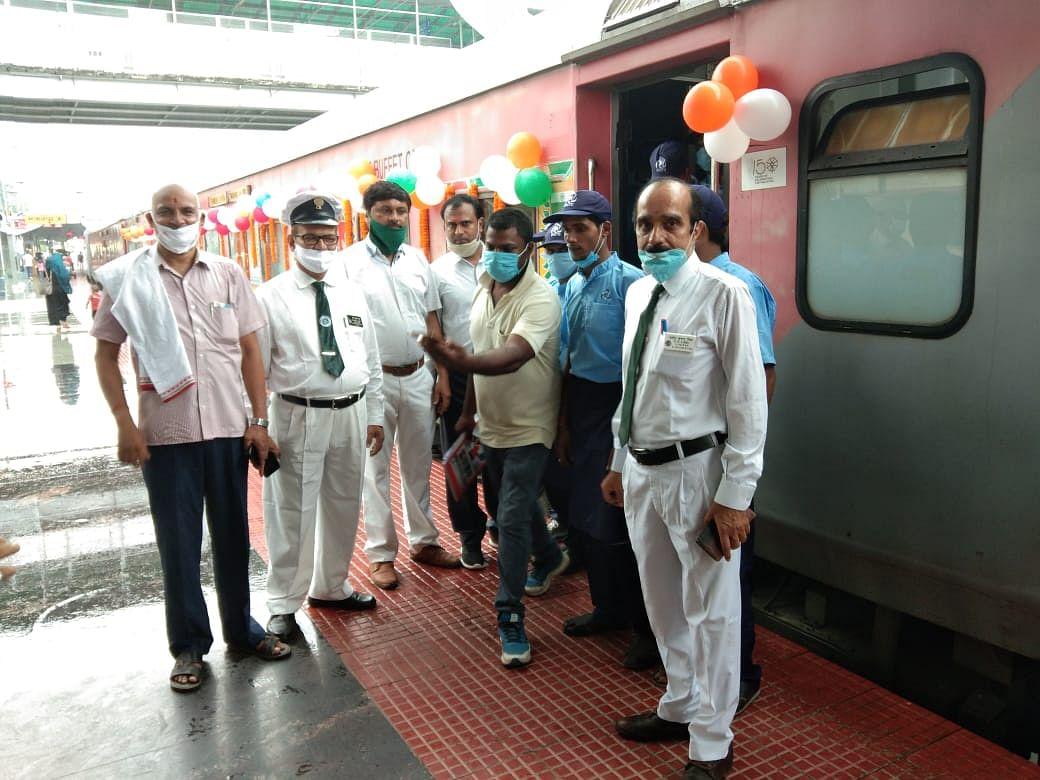 लॉकडाउन के समय से बंद विक्रमशिला एक्सप्रेस स्पेशल ट्रेन 1456 यात्रियों को लेकर दिल्ली के लिए हुई रवाना