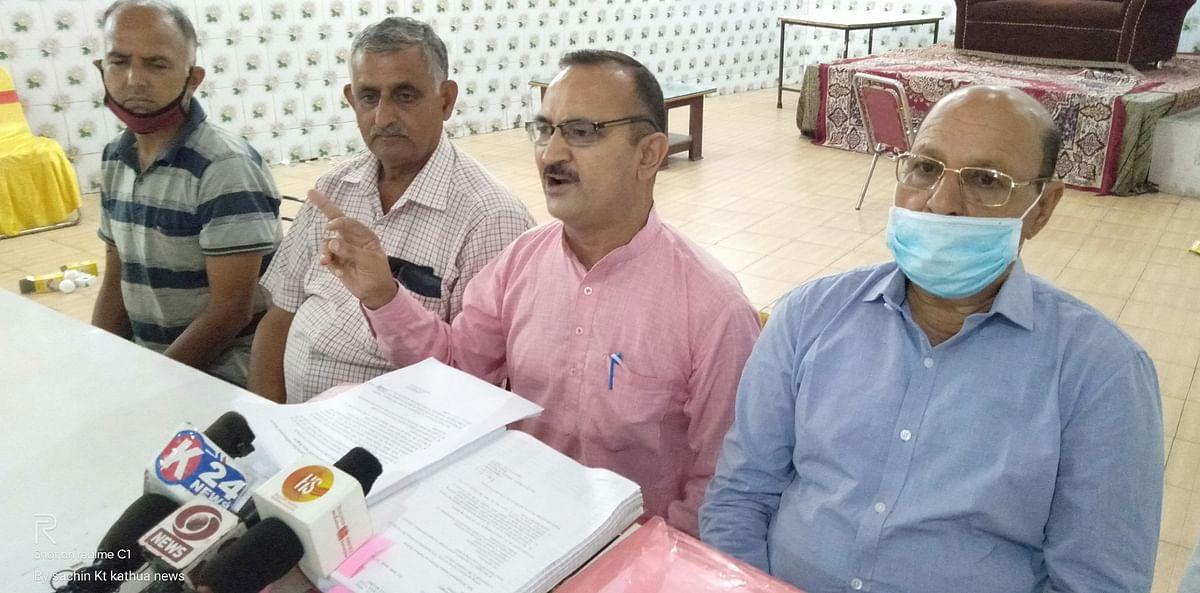 रेलवे पैसेंजर्स वेलफेयर एसोसिएशन हीरानगर द्वारा पत्रकारवार्ता का आयोजन किया गया