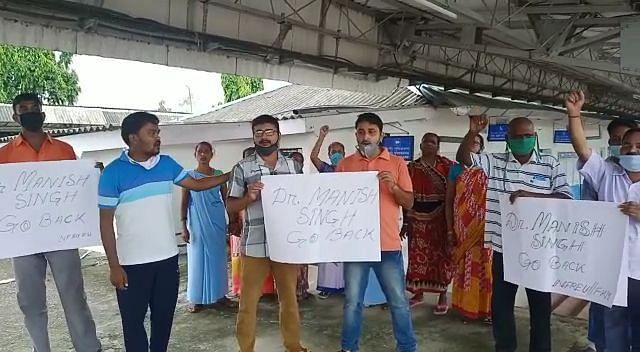 एनएफ रेलवे की मजदूर यूनियन का विरोध प्रदर्शन