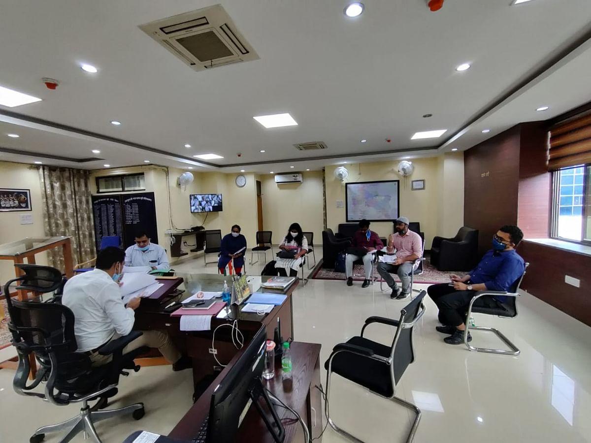 उपायुक्त ने की डीएमएफटी संबंधी योजनाओं की समीक्षा बैठक, जल्द पूरा करने का निदेश