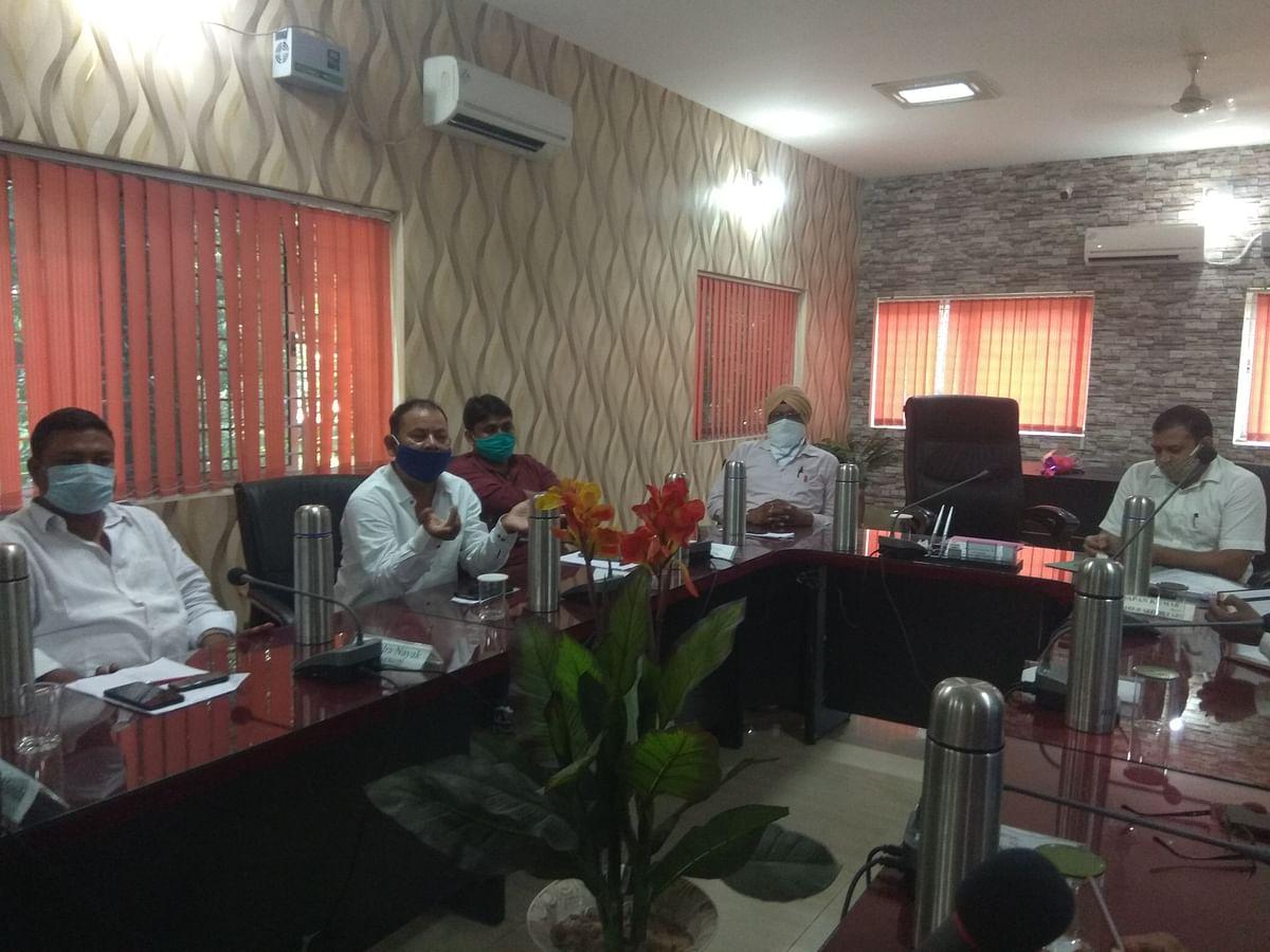 राज्य सरकार और जिला प्रशासन, छावनी परिषद के साथ कर रहा सौतेला व्यवहार : सीईओ