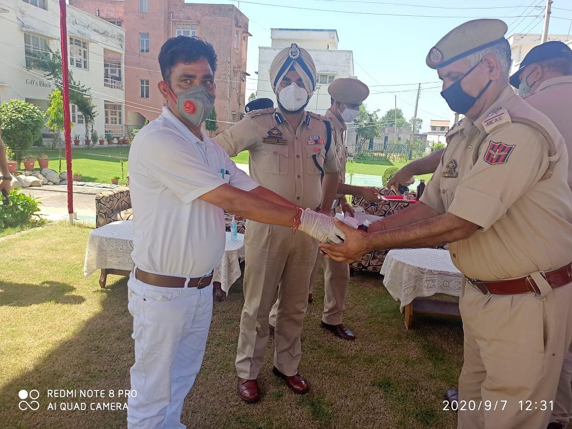आयुष विभाग द्वारा आई.आर.पी 19 बटालियन में आयुष चिकित्सा शिविर का आयोजन कर 210 पुलिस कर्मियों को आयुर्वेदिक दवाईयां वितरित की