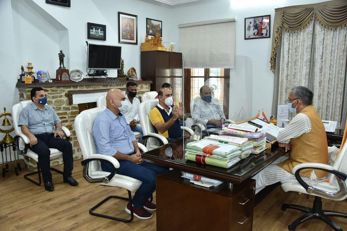 राजदान उत्तराखंड में करना चाहते हैं फिल्म हिंदुत्व की शूटिंग, मुख्यमंत्री से की मुलाकात