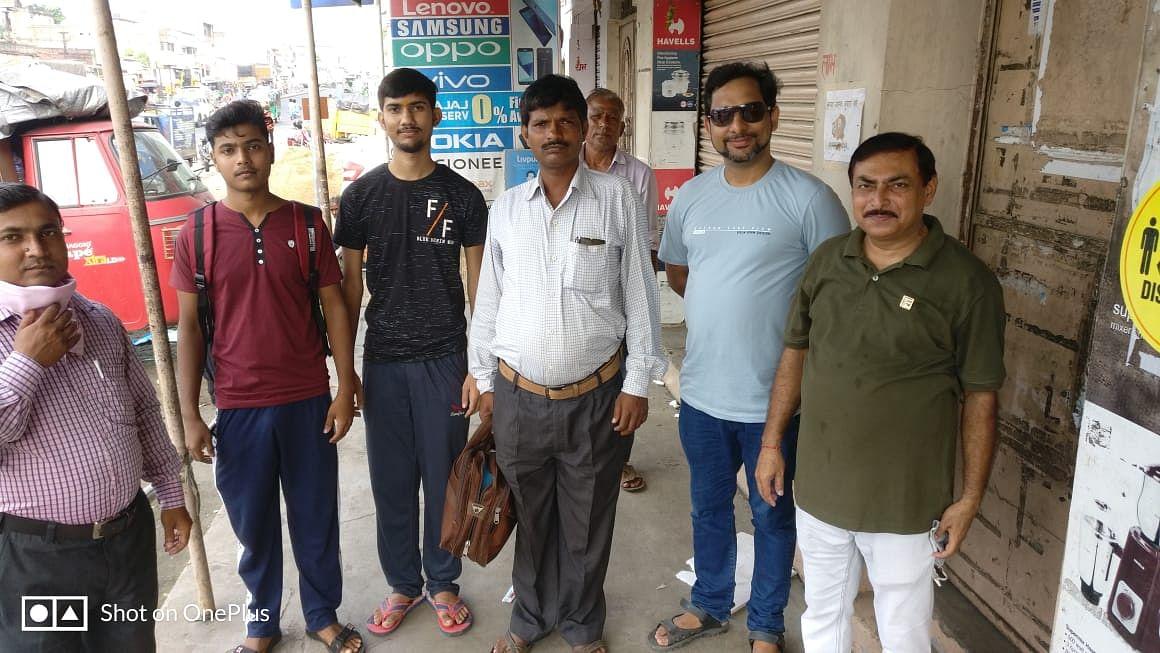लायंस क्लब गोविंदपुर ने विद्यार्थियों को उनके परीक्षा केंद्र  आने और जाने की व्यवस्था की