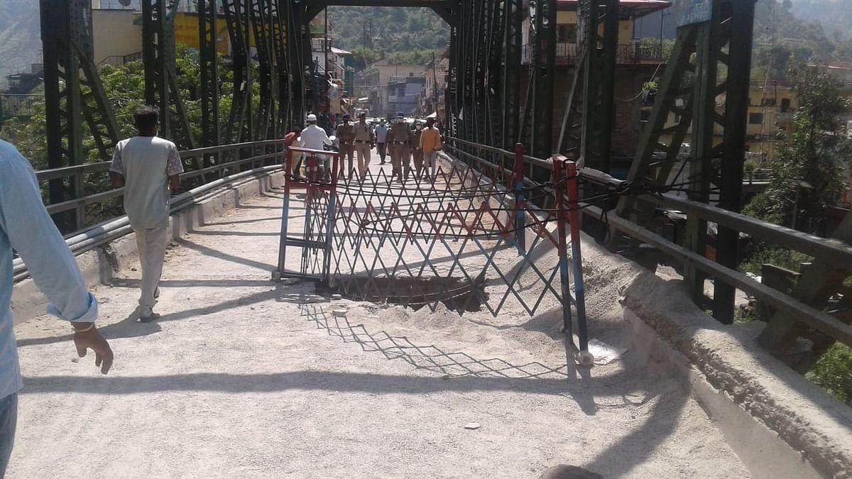 लोडरों की आवाजाही से थत्युड़ बाजार का मोटर पुल क्षतिग्रस्त