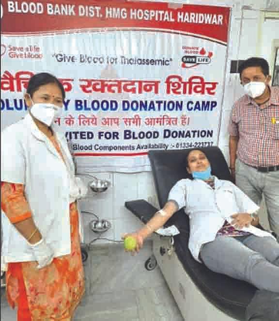 रजनी चौधरी ने रक्तदान कर थैलेसीमिया पीड़ित बच्ची को दिया सहारा