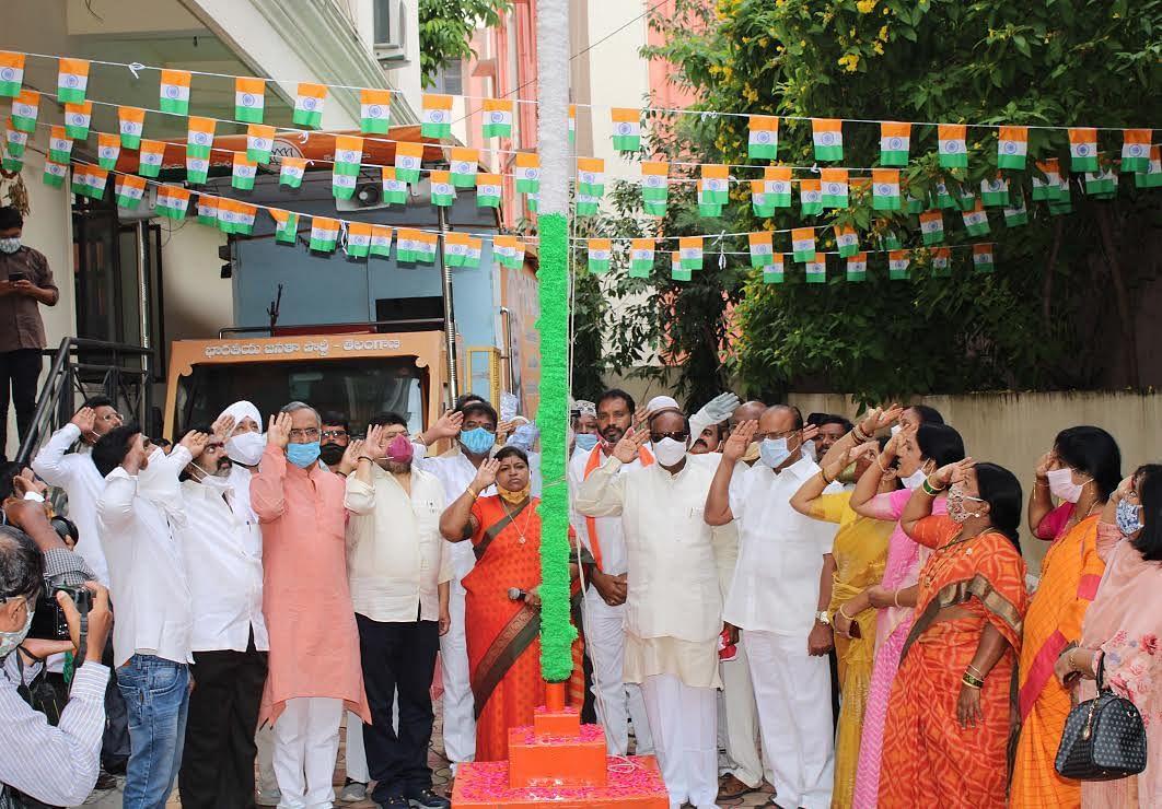 भाजपाने तेलंगाना मुक्ति दिवस पर फहराया राष्ट्रीय झंडा