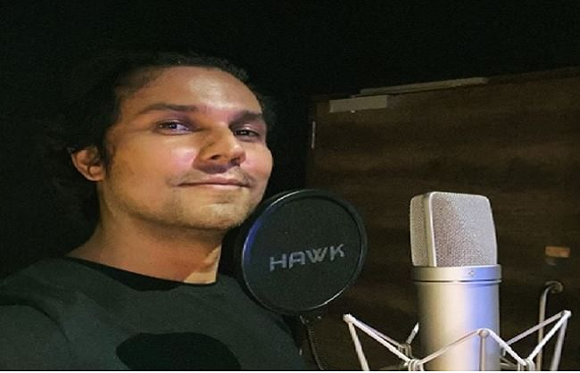 रणदीप हुड्डा ने शुरू की फिल्म 'राधे: योर मोस्ट वांटेड भाई' के लिए डबिंग