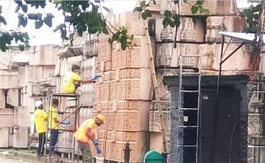 फरीदाबाद में चमकाए जा रहे हैं श्रीराम मंदिर के पत्थर