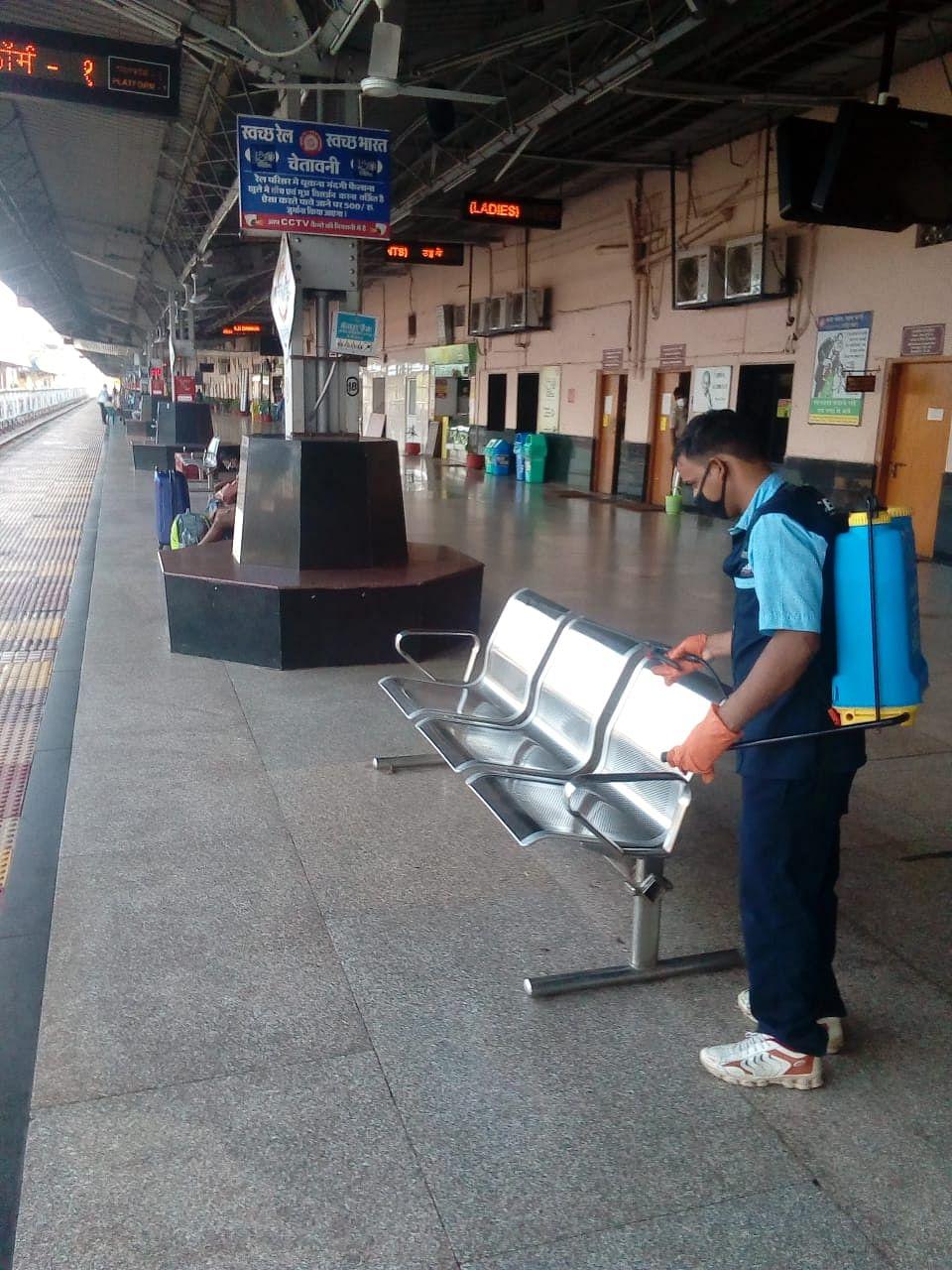 स्वच्छ-रेल ,स्वच्छ-भारत के तहत स्वच्छता-पखवाडा का आयोजन