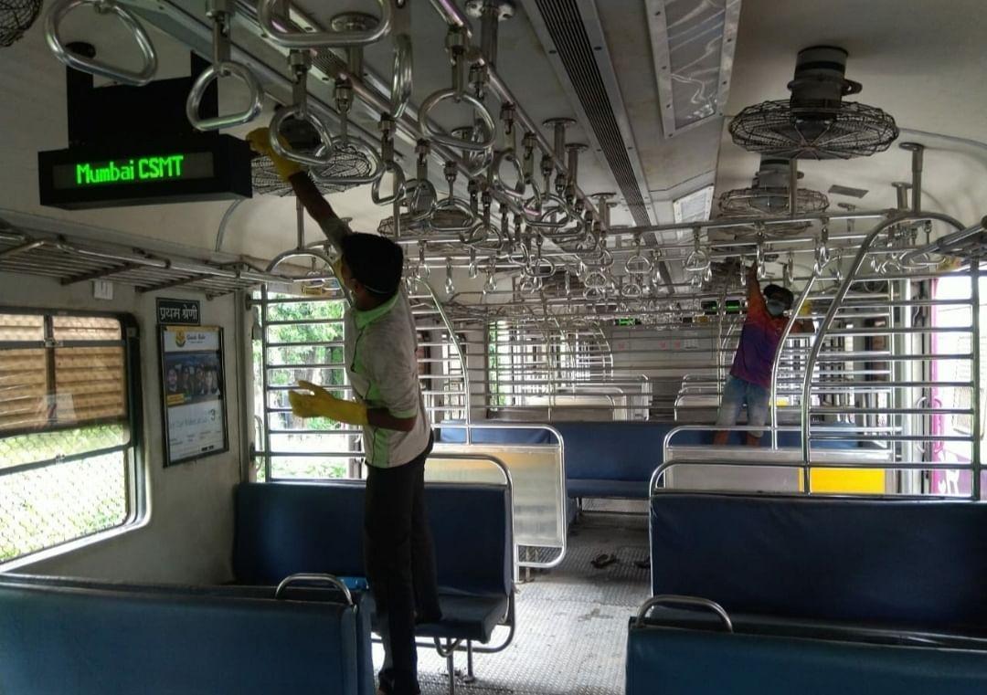 मध्य रेल : स्वच्छता पखवाड़ा के अंतर्गत 'स्वच्छ रेलगाड़ी' संकल्पना पर मनाया 7वां दिन