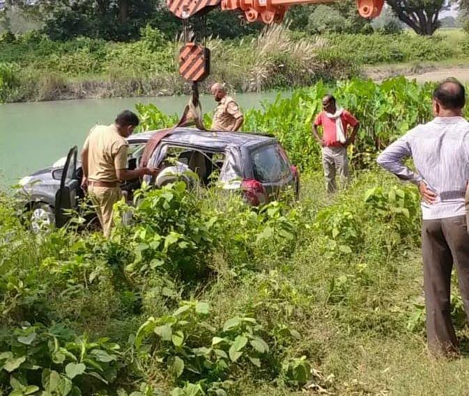 नहर में बरामद हुई बैंक कर्मी से लूटी हुई कार