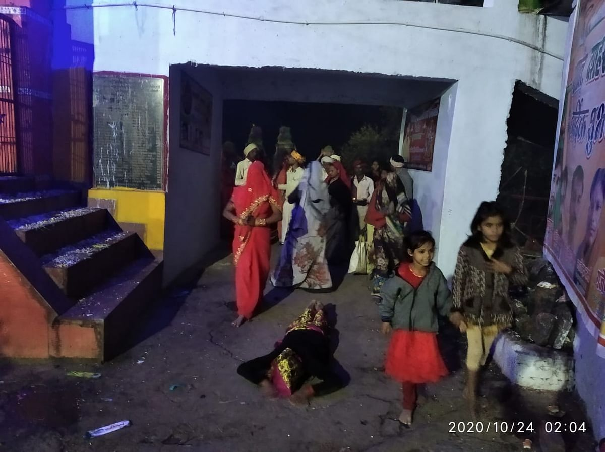 शारदीय नवरात्र : अनवरत जालौन वाली माता पर चढ़ रहे जवारें