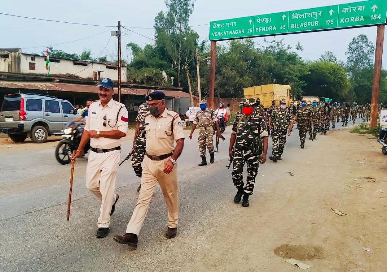भयमुक्त मतदान हेतु केंद्रीय सशस्त्र पुलिस बल ने किया फ्लैग मार्च