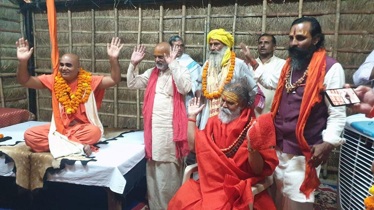 अखाड़ा परिषद ने स्वामी अधोक्षजानंद का किया अभिनंदन
