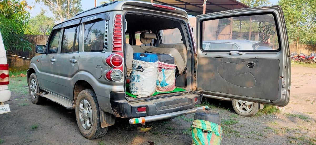 स्कॉर्पियो से ढोया जा रहा था अवैध महुआ शराब,  जब्त