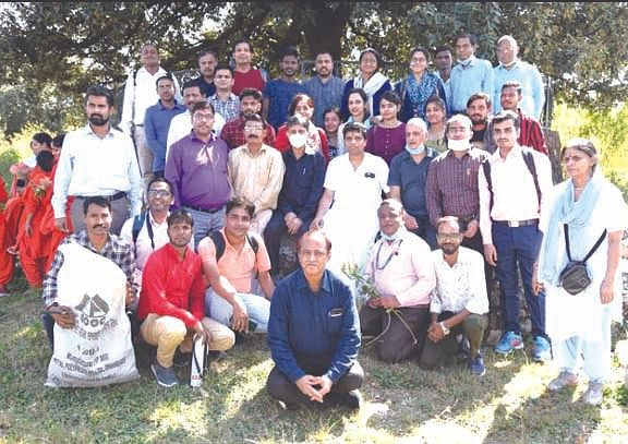 पतंजलि का 120 सदस्यीय दल चरेख डाण्डा पहुंचा